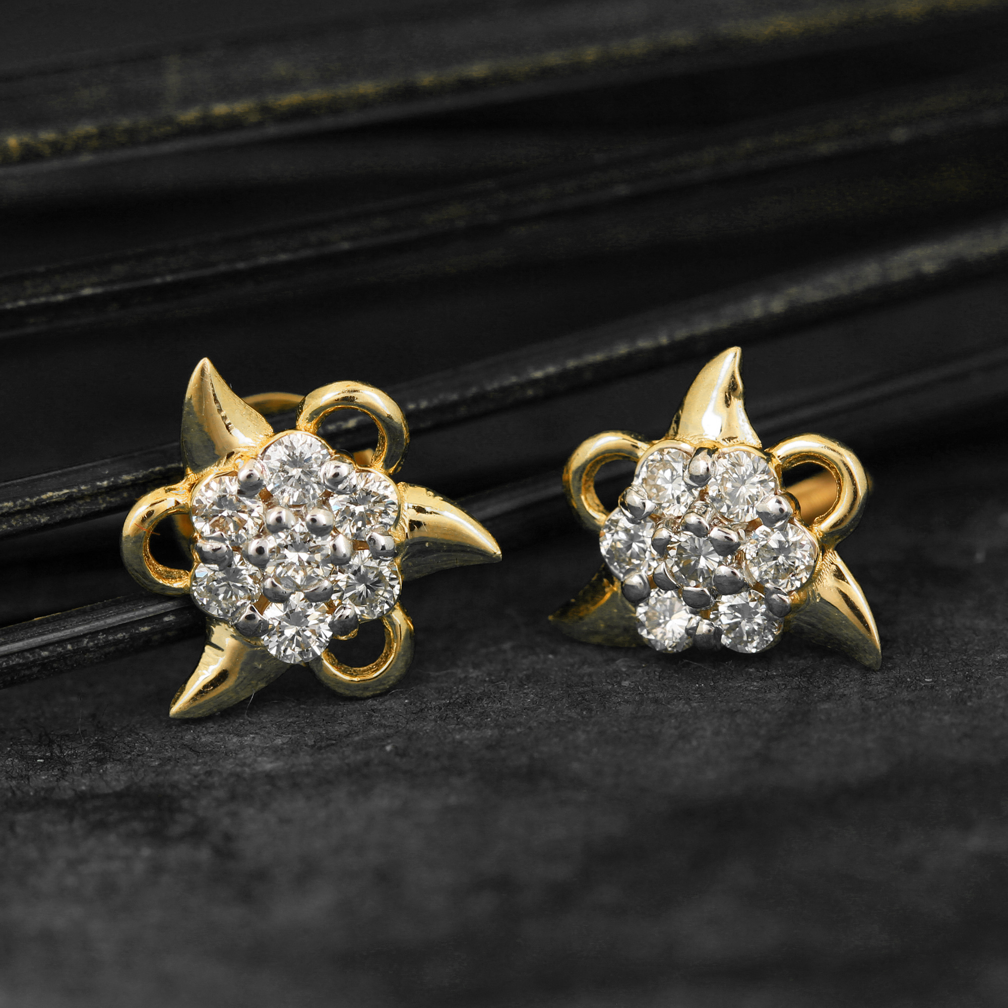 Yellow Gold Earring With Diamond