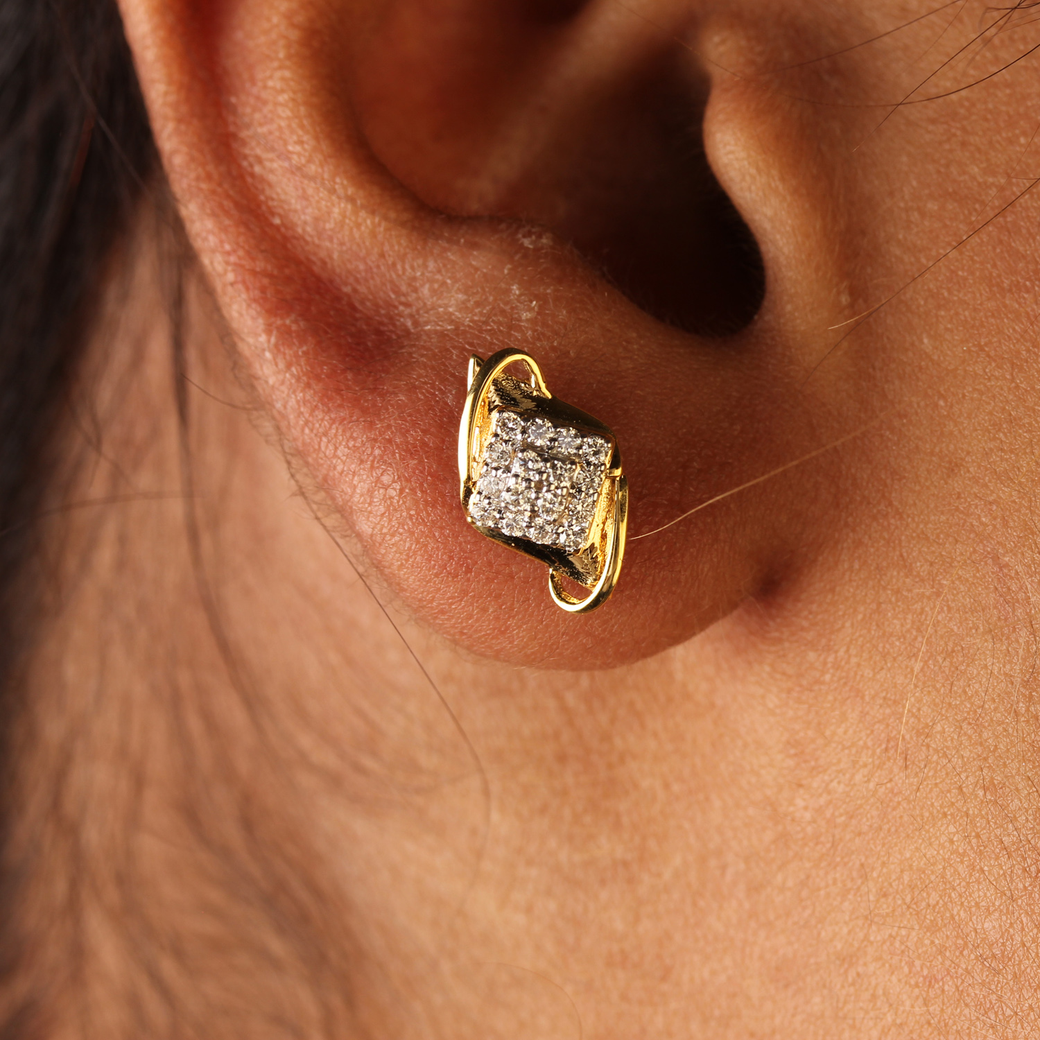 Attractive Diamond Earring In Gold