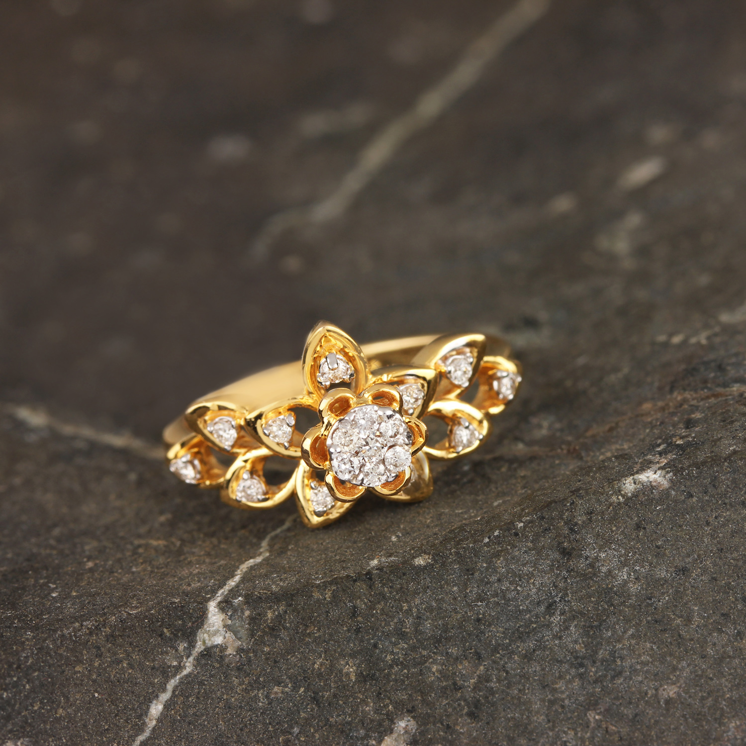 Beautiful Flower Ring In Gold