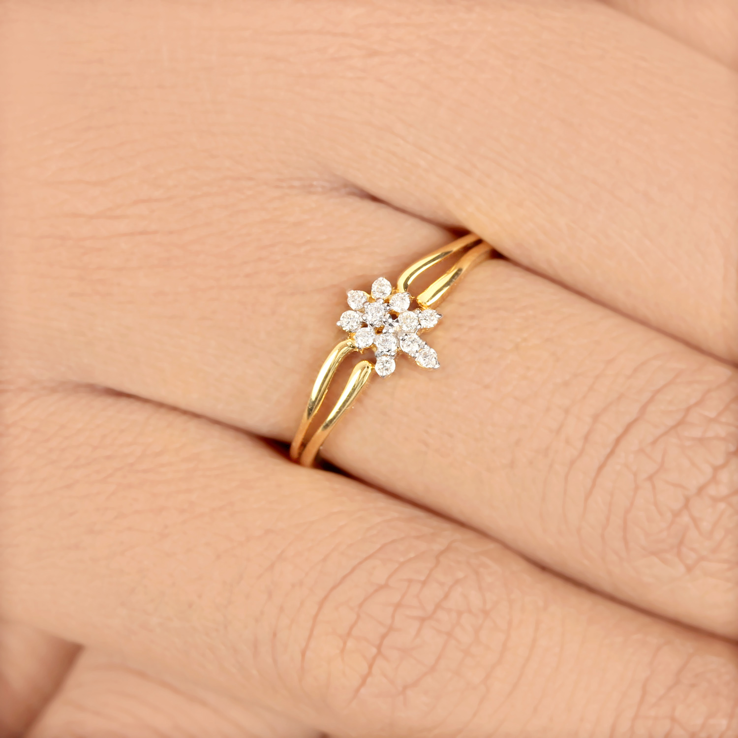 Peor Gold Ring with Diamond