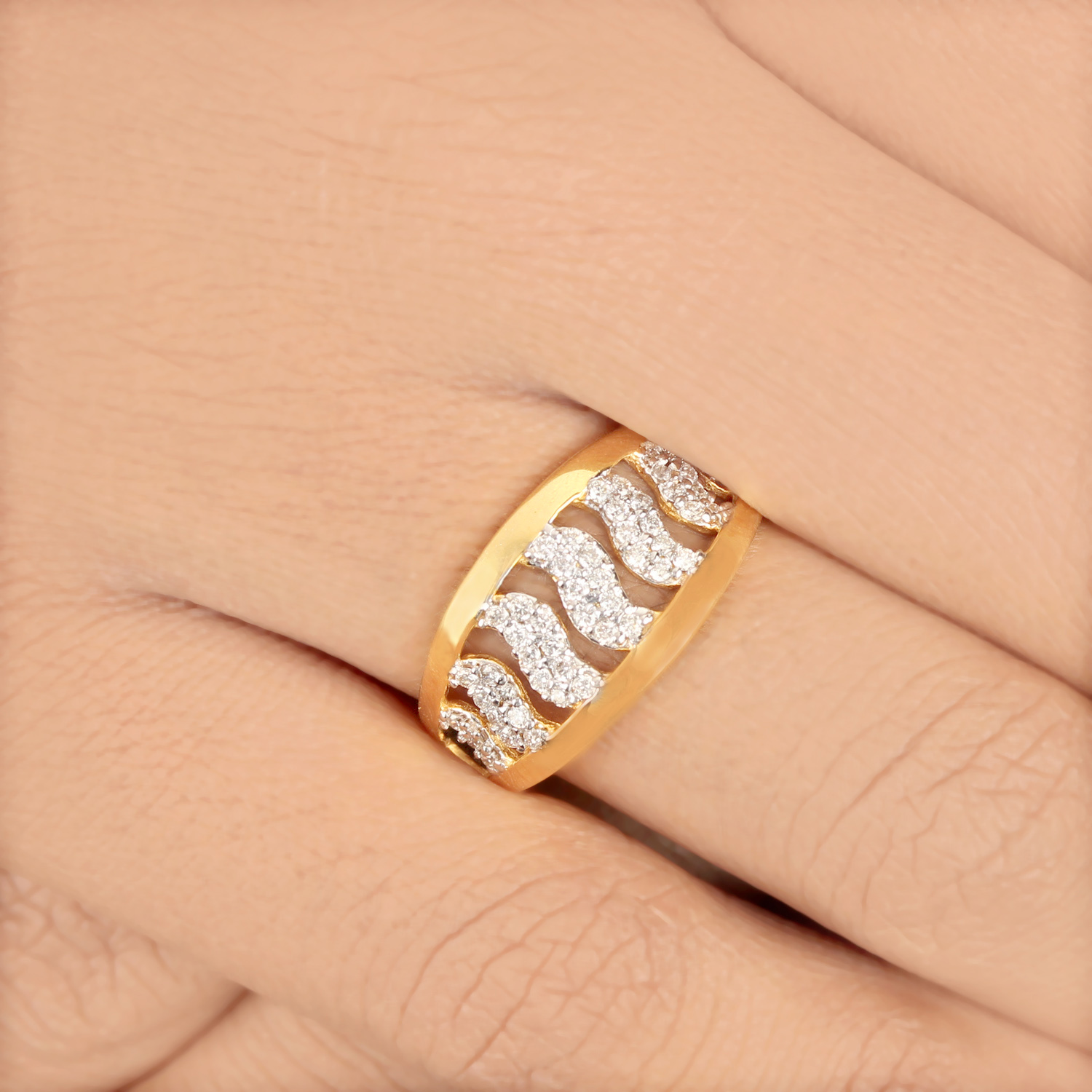 Gold Rind With Diamond