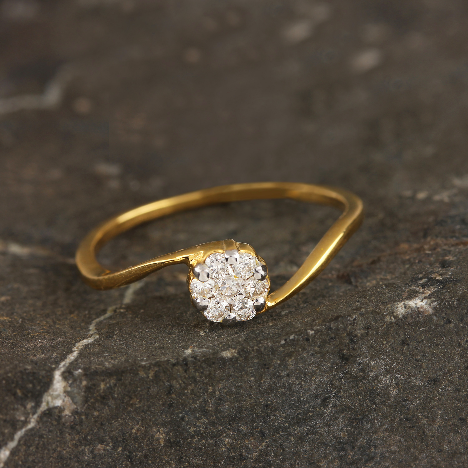 Gold Ring In Fower Design