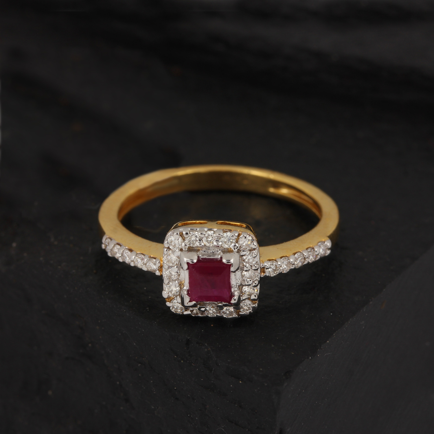 Gold Ring With Diamond And Ruby
